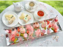 オンライン予約限定!苺をちりばめた満開の桜スイーツを楽しむティーセット