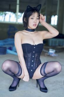 """""""1000年に1度のロリ巨乳""""花咲ひより、黒猫ボンテージスーツ披露"""
