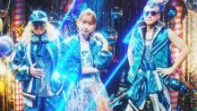 芹澤優「ギラギラウェイウェイ」な新MV公開 DJ KOO・MOTSUとパリピ全開で踊る