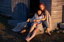 水原希子&さとうほなみ、2人の距離が少し近づく… Netflix映画『彼女』本編映像