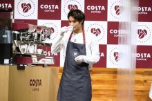 """磯村勇斗、""""1日限定バリスタ""""にニッコリ 大のコーヒー好き「1日3杯は飲んじゃう」"""