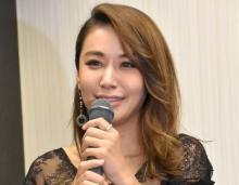 鈴木紗理奈、母&息子との3ショット公開「似てる 美人親子」「仲良し」