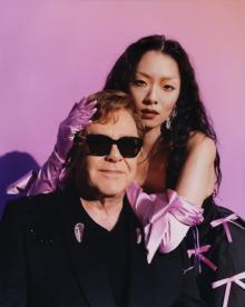 リナ・サワヤマ、エルトン・ジョンと胸打つデュエット 『Chosen Family』共演ビデオ公開