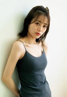 人気声優・伊藤美来、美白肌&デコルテ披露 『週プレ』グラビア&デジタル写真集も配信