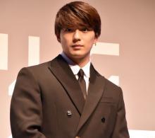 新田真剣佑「とても光栄」 展覧会『KAWS TOKYO FIRST』サポーターに就任