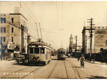 横浜市電保存館で「横浜市営交通100周年記念写真展&花電車展示」開催中