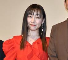 "SKE48・須田亜香里""ハグ撮影""に緊張しきり「手首より上を男性に触れられることがない」"