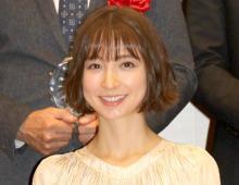 篠田麻里子、長女と親子で撮影「そっくりですね」「楽しそうな笑顔」