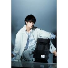 佐野勇斗、初の本格ファッションシューティング 「マキャベリック」ブックで華麗なポーズ披露