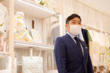 """香川照之""""実業家""""の一面チラリ アパレルブランドの2店舗目オープンに密着"""