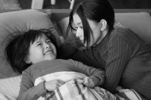 """芳根京子が見せる""""母親の顔"""" 注目の子役・鈴木咲とのオフショットも"""