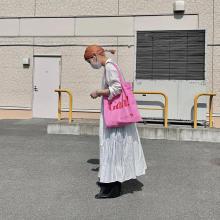 ビビッドなピンクはお目立ち度100%!「リサセイガウ」のトートバッグが初夏のコーデにぴったりなんです
