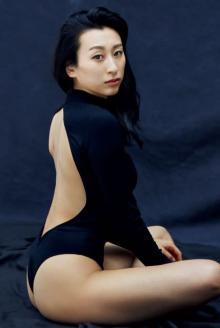 """浅田舞が魅せる""""過去最高SEXY"""" グラビアデビューから7年、32歳の艶やかヘルシーBODY"""