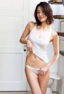モデル寒川綾奈、32歳でグラビアデビュー「この日のために身体しあげました」