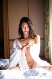 """""""いま最も写真集が売れる""""グラドル奈月セナ、最新作でゴージャス裸身を解禁"""
