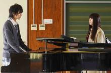 浅川梨奈×飯島寛騎、「お前のピアノで歌いたい」『悪魔とラブソング』予告編