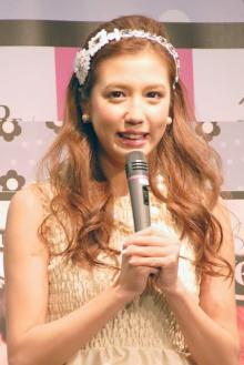 丸高愛実、夫・柿谷選手&娘とマタニティフォト撮影「かわいい家族」「癒されました」