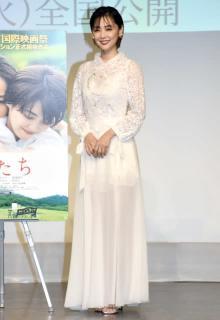 倉科カナ、透け感たっぷりドレスで美脚スケスケ 篠原ゆき子はノースリーブドレス