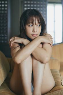 鷲見玲奈、初写真集は体重増加で「ベストな体型に持っていけた」 グラビアの聖地・沖縄で撮影