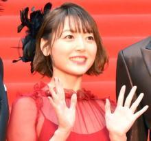 """花澤香菜""""赤血球""""姿で美脚披露「バイバイ菌だ!」 ファン「めっちゃ可愛いです!」と反響"""