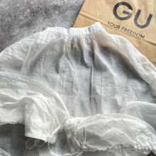 """""""くしゅっと袖""""が無敵のかわいさ!GUの「シアーブラウス」が、990円とお得にゲットできちゃうんです"""