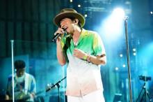 桜井和寿『日比谷音楽祭2021』トリで「Sign」熱唱 総再生数51万7000回