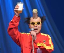 """電撃ネットワーク・南部虎弾、""""過激芸""""健在で会場驚き 頭から缶ビール注ぎ「乾杯―!」"""