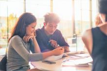 会社の上司や同僚が好き…効果的なアプローチ方法は?