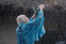 """映画『HOKUSAI』田中泯はまるで""""葛飾北斎"""" 雨の中のダンスはアドリブ"""