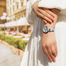 夏の空をイメージした、スカイブルーが素敵。FURLAの新作腕時計が爽やかで上品なんです