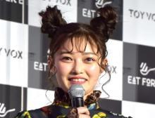 井上咲楽、胸元チラリなブラックコーデ「新鮮」「小悪魔のイメージ…」