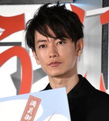 佐藤健、ワンオクTakaは「嫁です(笑)」 絶大な信頼関係語る