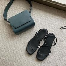 派手カラーなのに、なぜか上品。韓国ブランド「MARGE SHERWOOD」の洗練されたバッグが夏にぴったりです