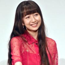 Cocomi、赤ドレスで魅了 満点回答にさんまツッコミ「お嬢さんぶっているんじゃないの?」