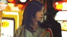 平手友梨奈、『ザ・ファブル』笑顔失ったヒロインの過去とは? 場面写真&最新映像が公開
