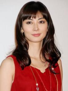 """伊東美咲、44歳とは思えない""""美ショット""""公開 久々の顔出しにファン歓喜「美しさは健在」"""