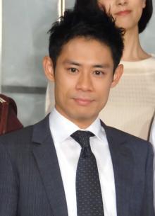 伊藤淳史、第3子男児誕生を報告「俳優としてより一層頑張って参ります」