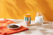 スタバのチルドカップに初の「ほうじ茶ティーラテ」が登場。ほうじ茶×ミルクの優しい味わいが全国のコンビニに
