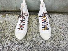 世界でひとつのスニーカーに。shoefaceのヴィンテージスカーフ4種をMIXしたシューレースがおしゃれなんです