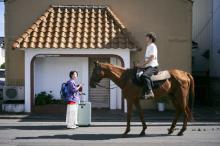 高畑充希、馬と縁がある!? 主演映画『浜の朝日の嘘つきどもと』新写真