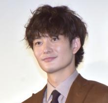 岡田将生、満員の客席に「圧倒される」 子役・鈴木咲を優しくエスコート