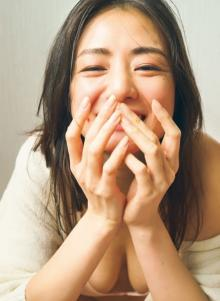 """""""愛され女優""""片山萌美、最新グラビアで魅せる「女優」と「普段」の真っ直ぐな生きざま"""
