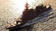 """夕陽を背に母港への帰路につく""""リアルすぎる""""艦船ジオラマが話題 「近くに軍港がなくても、思いのままに楽しめる」"""