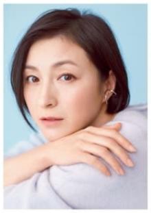 """広末涼子、デコルテあらわな""""大胆美ボディ""""公開に「綺麗すぎてびっくり」「永遠に恋できる」"""