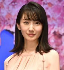 波瑠、透明感あふれる清楚な制服姿披露「JK波瑠さんかわいい」「全然違和感ナッシング!」