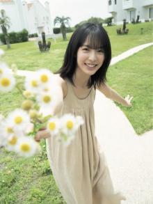 駒井蓮、爽やか笑顔と夏美肌の撮り下ろしグラビア 慶応大学在学中の人気女優