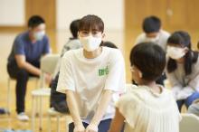 綾瀬はるか、サプライズ登場「一緒に楽しく勉強を」 福島県の小学生が驚き&喜び