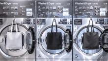 こんなレザートートバッグ欲しかった!「objcts.io」のおうちで洗える、くるっと丸めて収納できるバッグに注目