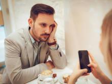 長話は嫌われやすい?男性が会話中「彼女にウンザリするとき」3選