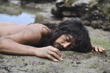 斎藤工、『漂着者』クランクイン 「#イケメン全裸漂着者」シーンの写真が先行公開